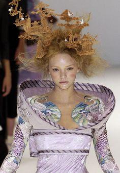 Gemma Ward at Alexander McQueen S/S 2005