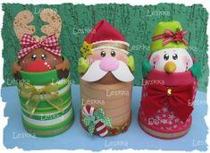 Navidad 3 figuras Noel Christmas, Christmas Crafts, Christmas Decorations, Xmas, Christmas Ornaments, Dyi Crafts, Foam Crafts, Wooden Spool Crafts, Polymer Clay Christmas