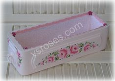 Painted Wood Crafts, Sewing Box, Painting On Wood, Bassinet, Toy Chest, Storage Chest, Decoupage, Roses, Furniture