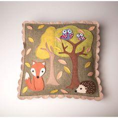 pillow woodland fall autumn cushion with fox owl and hedgehog Couffin Privé - Vente privée bébé, enfant, maman et femme enceinte - Couffin Privé