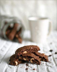 Nämä biscottit ovat juuri oikea tapa syödä suklaata marraskuussa ilman, että sitä ahmii autopilotilla liikaa.
