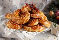 13 porhanyós kiflicske diós és/vagy mákos töltelékkel Hungarian Cake, Hungarian Recipes, Scones, Shrimp, Sausage, Baking, Breads, Christmas, Dios
