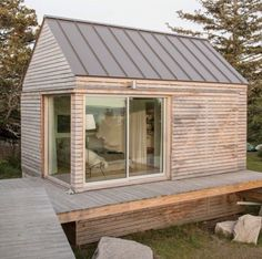 Pin von eszter boros auf tiny in 2019 дом und интерьер Small Buildings, Garden Buildings, Shed Design, House Design, Garden Cabins, Cabin Lighting, Guest Cabin, Weekend House, Tiny House Cabin