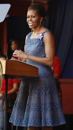 In March, Obama wore this periwinkle frock with flowered brooch to speak to students at a new secondary school in Santiago, Chile. American First Ladies, African American Women, American History, Native American, Barrack And Michelle, Presidente Obama, Michelle Obama Fashion, Barack Obama Family, Boho Look