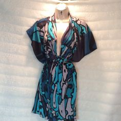Issa Silk retails for $795! An absolute showstopper! You would love. Bundle and save $$ Issa Dresses Midi