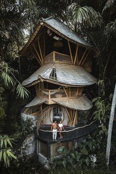 48 Wonderful Tiny House Design Ideas To Live In Nature – Tree House Ideas Tree House Designs, Tiny House Design, Home Design, Design Ideas, Style At Home, Affordable Honeymoon Packages, Cool Tree Houses, Amazing Houses, Bamboo House