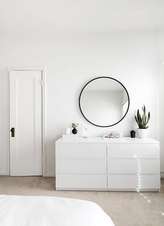 minimal bedroom design featuring our HUB MIRROR designed by Umbra co-founder, Paul Rowan.