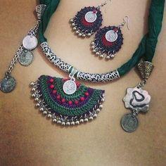 Scarf with crochet touch Thread Jewellery, Textile Jewelry, Fabric Jewelry, Beaded Jewelry, Bohemian Accessories, Crochet Accessories, Handmade Accessories, Crochet Bracelet, Bead Crochet