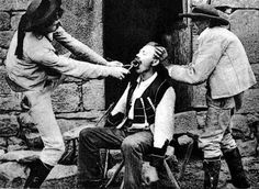 When Tooth Extraction Is Terrifying: 32 Scary Photos Show the Early Days of Dentistry ~ vintage everyday Vintage Pictures, Old Pictures, Old Photos, Antique Photos, Scary Photos, Great Photos, Dental Art, Dental Works, Old Paris