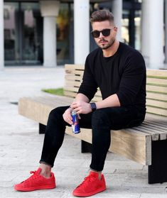 35 Cool Black Outfit Ideas for Men Spring Outfit Stylish Mens Outfits, Casual Outfits, Men Casual, Casual Shoes, Red Sneakers Outfit, Joggers Outfit, Mens Joggers, Suit Fashion, Mens Fashion