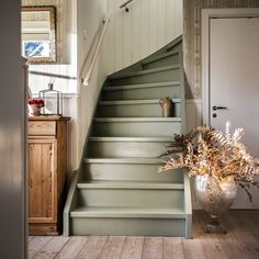 House Design, Cozy House, Staircase Design, Scandinavian Home, House Inspiration, New Homes, Painted Stairs, Stairs, Stairs Colours