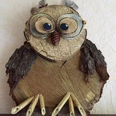 Owl Made From Wooden Discs Handcraft - Woodworking Rustic Wood Crafts, Wood Slice Crafts, Owl Crafts, Crafts To Sell, Christmas Wood Crafts, Wood Animal, Reclaimed Barn Wood, Driftwood Art, Diy Wood Projects