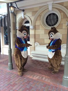 Chip n Dale in their Diamond Celebration outfits. Disney Trips, Disney Parks, Walt Disney World, Disney Land, Disney Duos, Disneyland 60th, Chip And Dale, Nerd Love, House Mouse