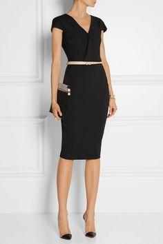Black stretch-jersey dress and metallic skinny belt Fashion Mode, Work Fashion, Womens Fashion, Fashion Details, Business Outfit Frau, Business Attire, Mode Bcbg, Cute Dresses, Dresses For Work