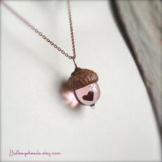 Glass Acorn Necklace – Mini Peter Pan Kiss with Heart by Bullseyebeads. via Etsy… - Jewelry Acorn Necklace, Cute Necklace, Pendant Necklace, Glass Necklace, Pandora Necklace, Gold Necklace, Silver Choker, Pandora Rings, Antique Necklace