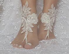 sandalias Descalzas de marfil playa boda por GlovesByJana en Etsy