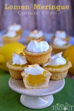 Sugar cookie cups pair perfectly with the refreshingly tart lemon curd filling in these Lemon Meringue Cookie Cups. Lemon Desserts, Lemon Recipes, Mini Desserts, Cookie Desserts, Just Desserts, Sweet Recipes, Cookie Recipes, Delicious Desserts, Dessert Recipes