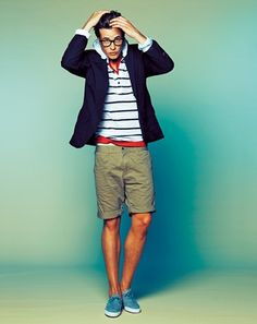 Love this look with casual dressy day wear. Olive Shorts — Light Blue Plimsolls — Red V-neck T-shirt — White and Navy Horizontal Striped Hoodie — Navy Jacket Fashion Mode, Look Fashion, Mens Fashion, Fashion Art, Fashion Tips, Sharp Dressed Man, Well Dressed Men, Stylish Men, Men Casual