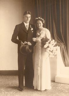 1940 bride and groom - love his top hat and her headpiece.