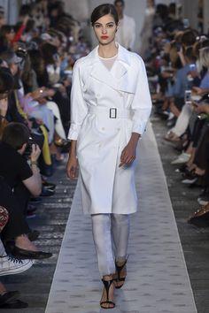 Max Mara Spring 2018 Ready-to-Wear Fashion Show - Camille Hurel
