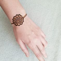 Something really simple on a cold Sunday morning. . . . #henna #hennatattoo #temporarytattoo #bodyart #mehndi #mehendi #winnipeghenna #hennaart #hennaartist #hennadesign #mehndiart #mehndidesign #mehndiartist #diyhenna #naturalhenna #hennalove