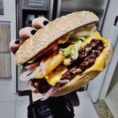 I Love Food, Good Food, Yummy Food, Burger World, Edible Food, Dessert For Dinner, Food Diary, How Sweet Eats, Perfect Food