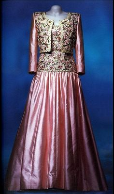 Princess Diana's State Tour of India dress. Click the image to see 5 of the top Princess Diana dresses at auction.