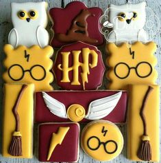 12 Harry Potter Cookies - The Art of the Cookie Baby Harry Potter, Harry Potter Baby Shower, Harry Potter Motto Party, Harry Potter Fiesta, Harry Potter Birthday Cake, Harry Potter Theme Cake, Harry Potter Cake Decorations, Harry Potter Desserts, Harry Potter Treats