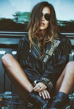 New style rock chic ideas Ideas Grunge Photography, Photography Poses, Fashion Photography, Urban Photography, White Photography, Newborn Photography, Grunge Fashion, Look Fashion, Trendy Fashion