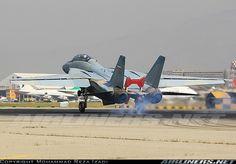 Iranian Tomcat landing. Military Jets, Military Aircraft, Tomcat F14, Iran Air, Top Gun, Aircraft Pictures, Aircraft Carrier, Cold War, Countries Of The World
