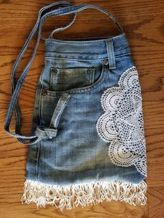 Re-purposed Denim Purse - trimmed with lace, fringe, etc by MartinMadeJewelry on Etsy Denim Jean Purses, Denim Bags From Jeans, Blue Jean Purses, Denim Purse, Denim Top, Diy Jeans, T Shirt Hacks, Cool Outfits, Fashion Outfits