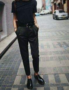 black on black outfit, styling for fall, black outfit, styling black outfit, street style, fall fashion, fall style 2017
