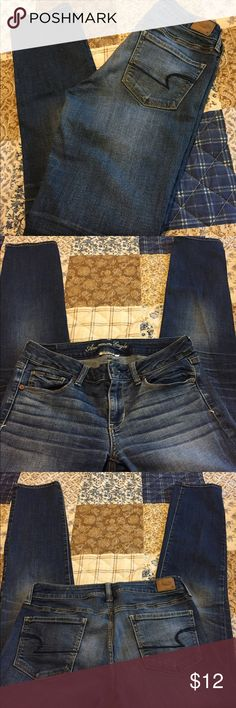 """American Eagle Skinny jeans, size 8 regular, EUC American Eagle Skinny super stretch jeans, size 8 regular, Excellent used condition, 31"""" inseam, 14"""" waist laying flat, 8"""" rise, great looking jeans and so comfy! 99% cotton 1% spandex American Eagle Outfitters Jeans Skinny"""