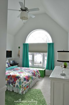 What a cute teen room!