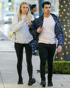 Joe Jonas Says Goodbye to Sophie Turner Ahead of Grammys Weekend: Photo Joe Jonas escorts his wife Sophie Turner out of their hotel on Thursday afternoon (January in Beverly Hills, Calif. The married couple shared a long embrace… Just Jared Jr, Sofia Carson, Joe Jonas, English Actresses, Celebs, Celebrities, Sophie Turner, White Sweaters, Celebrity Photos