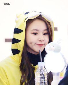 Chaeyoung - Twice Nayeon, Kpop Girl Groups, Korean Girl Groups, Kpop Girls, Mamamoo, K Pop, Twice Chaeyoung, Rapper, Jihyo Twice