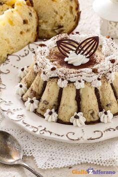 Il budino di panettone è un dolce al cucchiaio cremoso.