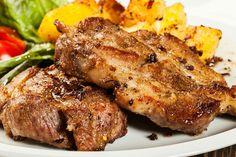 ízletes hirtelensült karaj jó sok fokhagymával Good Foods To Eat, Steak, Food Porn, Cooking, Pigs, Kitchen, Steaks, Beef, Treats