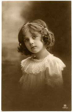 Pretty Antique Child Photo! %$%$%$%$%.....http://www.pinterest.com/angelahdesigns/vintage-photos/
