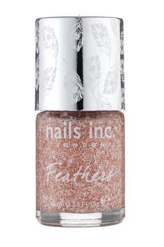 Laca de efecto plumas, de Nails Inc    Una laca de uñas en melocotón y blanco pero un original efecto de plumas. La puedes encontrar en exclusiva en Sephora.    Precio: 14,50 €