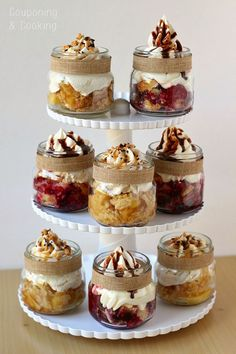 Fun Ideas for Bridal Shower Food Mini Mason Jar Pies- perfect for holiday parties!Mini Mason Jar Pies- perfect for holiday parties! Mason Jar Pies, Mason Jar Desserts, Mini Mason Jars, Mason Jar Meals, Meals In A Jar, Mini Desserts, Just Desserts, Mason Jar Cupcakes, Winter Desserts