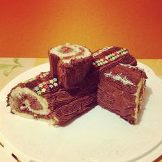 Tronchetto di Natale senza glutine. Ho preparato il tronchetto di natale con il cioccolato fondente abbinandolo alla freschezza dei lamponi, secondo me un ottimo abbinamento.