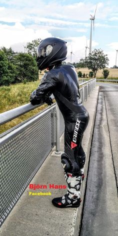 Motorcycle Suit, Motorcycle Leather, Biker Leather, Mens Leather Pants, Tight Leather Pants, Mx Boots, Motard Sexy, Motorbike Leathers, Biker Boys