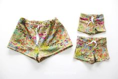 Jess from The Sewing Rabbit shares a free pattern for making comfy summer shorts for mother and daughter. They're easy to make and you can sew up a stack of summerwear shorts in no time. Sewing Patterns Free, Free Sewing, Sewing Tutorials, Free Pattern, Sewing Ideas, Easy Patterns, Clothes Patterns, Sewing Projects For Kids, Sewing For Kids