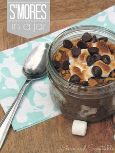 in a Jar These delicious s'mores in a jar will be the hit of your summer party! Get that yummy s'mores taste without the fire!These delicious s'mores in a jar will be the hit of your summer party! Get that yummy s'mores taste without the fire! Mason Jar Meals, Meals In A Jar, Mason Jars, Glass Jars, Easy Summer Meals, Summer Recipes, Summer Ideas, Summer Fun, Delicious Desserts
