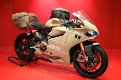 """Il concessionario Ducati di Portland, Motocorsa, ha realizzato una speciale versione della 1199 Panigale che sta facendo discutere tutto il web: si chiama TerraCorsa ed è una Superbike con gomme tassellate e look """"adventure"""". Il video della moto in azione"""