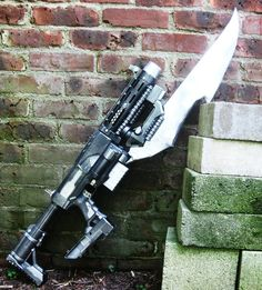 Awesome custom painted Nerf with knife. Nerf Recon, Pistola Nerf, Modified Nerf Guns, Cool Nerf Guns, Steampunk Weapons, Steampunk Clothing, Nerf Mod, Zombie Apocalypse Survival, Custom Guns