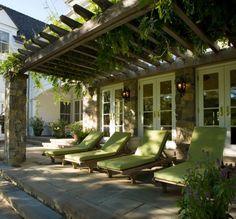 espace détente extérieur pergola chaise longue