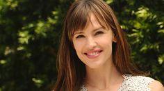 Learn Jennifer Garner's best tips for looking beautiful all summer long. Sunscreen people!