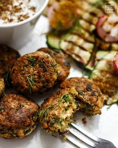 Falafel – kotlety z ciecierzycy Cooking Recipes, Healthy Recipes, Polish Recipes, Falafel, Tandoori Chicken, New England, Catering, Food And Drink, Vegan